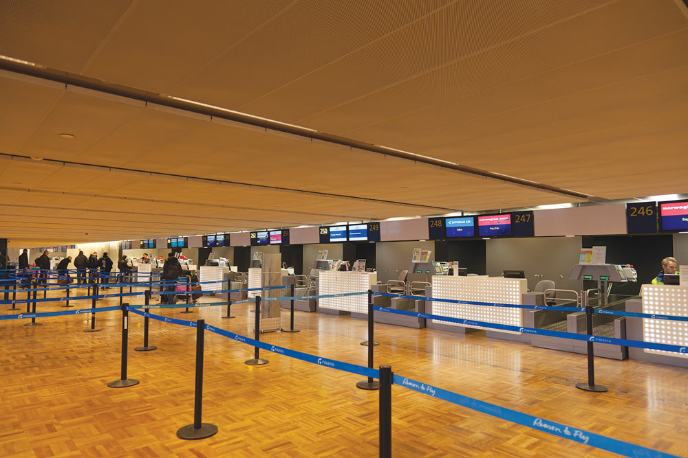 Helsinki Vantaa Airport Check-in Desks using the Modular Lighting Profile System by Meltron